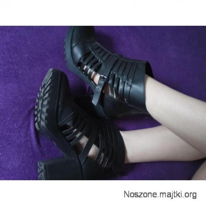 Drapieżne buty, deptały nie jedno.. ;)